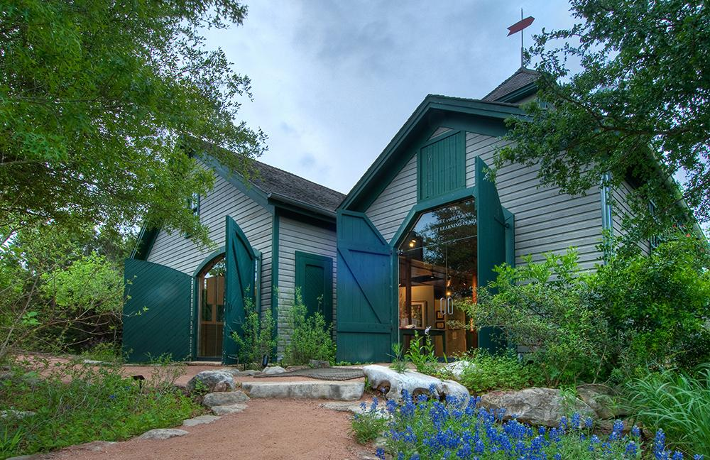 carriage house at wildflower center