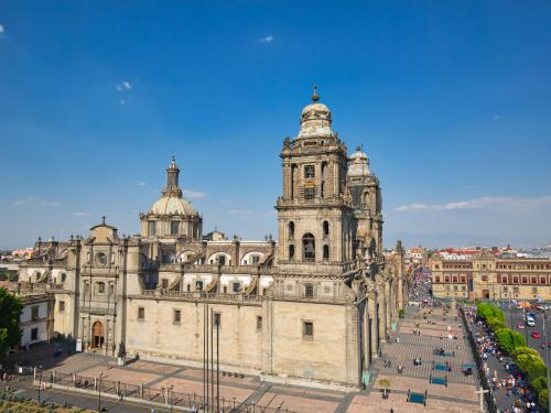 Image of Cathedral of Mexico City to be discussed in a UT CLAVIS permanent seminar for Latin American art.